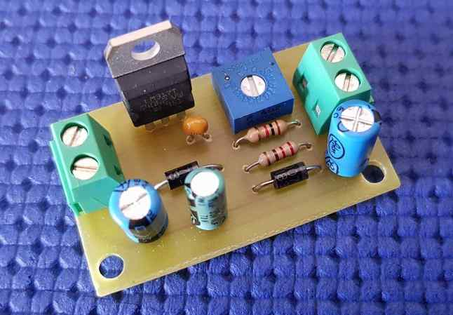 Variable power supply with LM 317